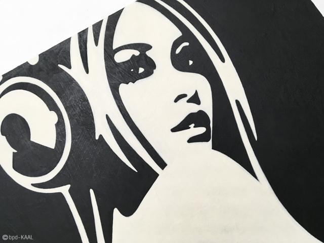 bpd KAAL ヘッドフォンの女性 モノトーンのインテリアアート